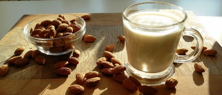 przepis na mleko migdalowe